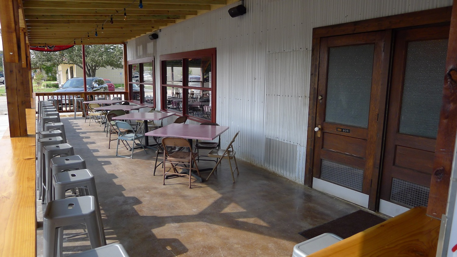 The front porch area at Old 300 BBQ